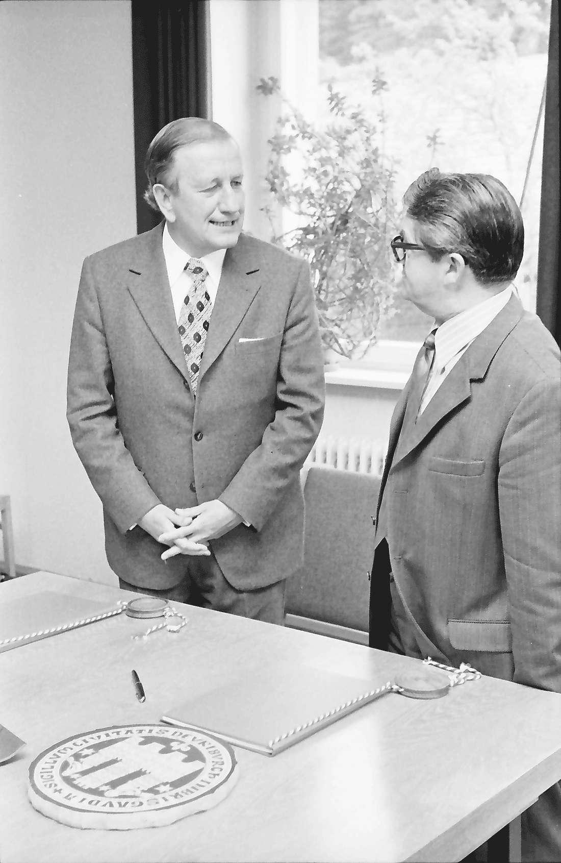 Kappel: Rathaus; Eingemeindung Kappel; 1. Bürgermeister Dr. Graf, Bürgermeisterstellvertreter Karl Wider; Urkundenaustausch, Bild 1