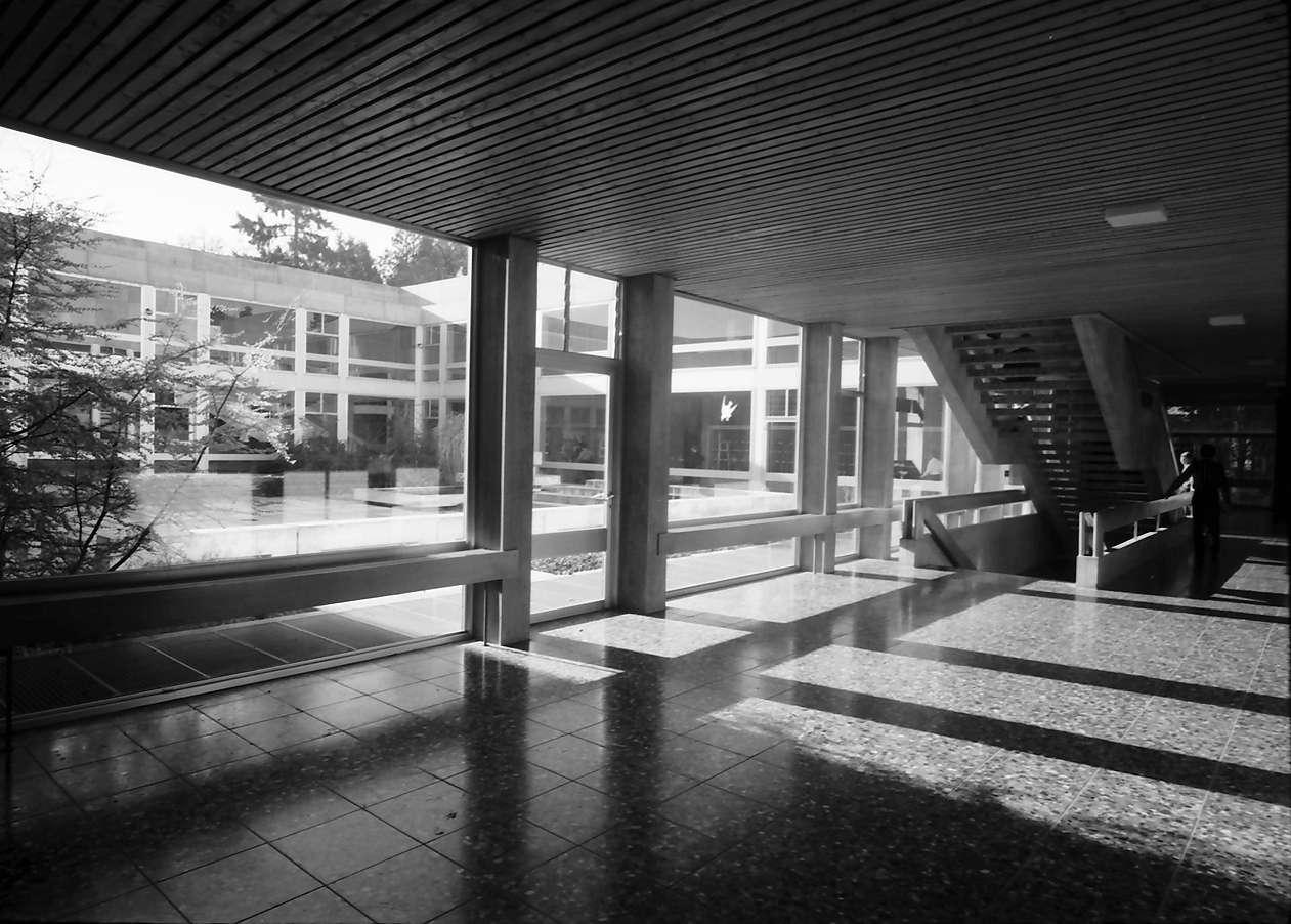Stegen: Gymnasium, Innenhof, Bild 1
