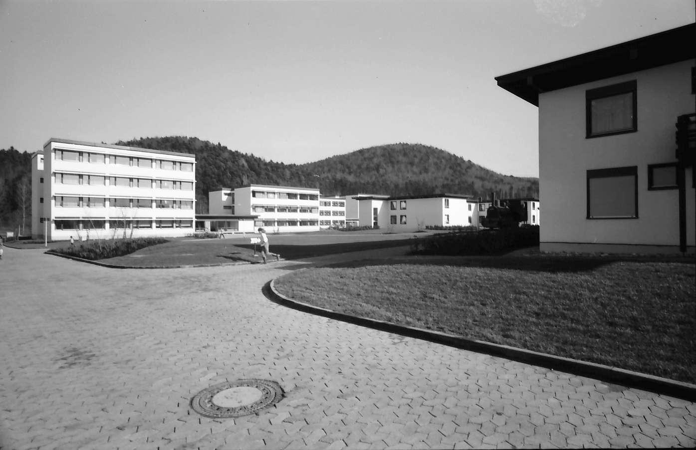 Stegen: Außenansicht vom Eingang aus, Bild 1