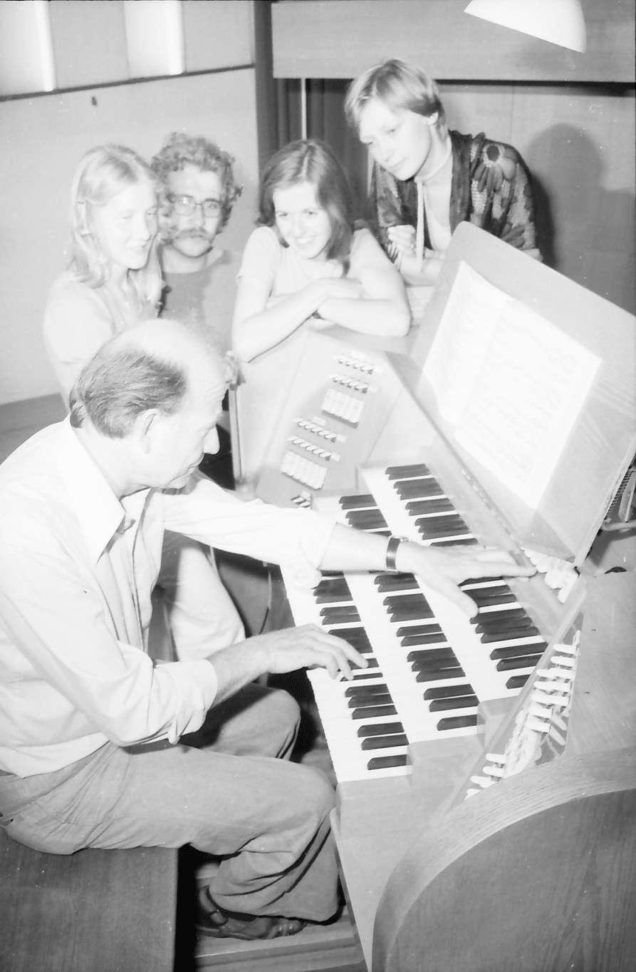 Freiburg; Littenweiler: Pädagogische Hochschule; Klasse für Orgelmusik, an der Orgel Prof. Müller-Lance und Studenten, Bild 1