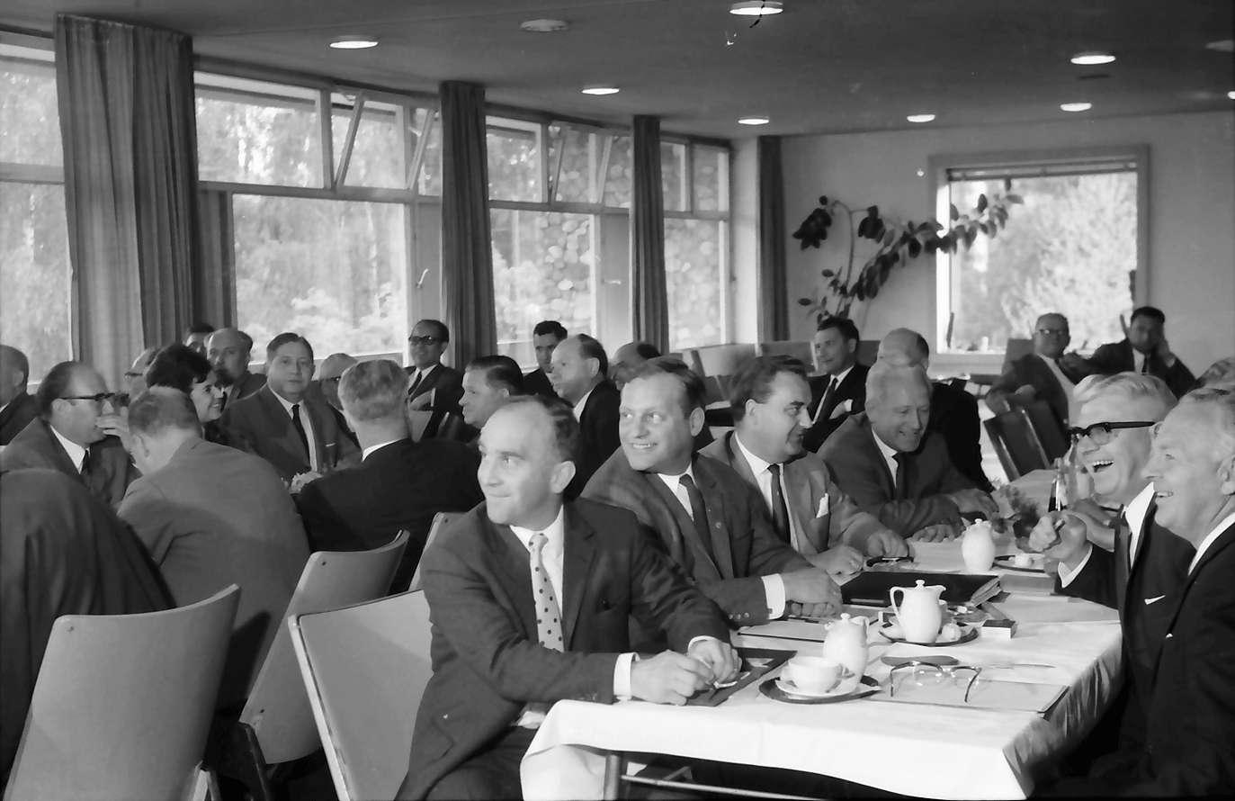 Kehl: Stadthalle; Vorstandsmitglieder an den Tischen, Bild 1