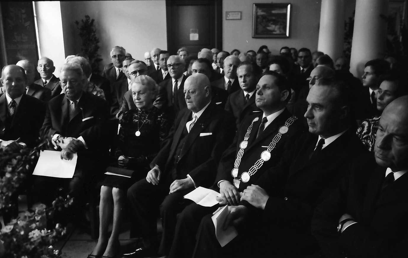Lahr: Altregierungspräsident Waeldin, 80 Jahre; Festakt im Rathaus mit: von links nach rechts: Dichtel, Frau Waeldin, Oberbürgermeister Brucker, Person, Bild 1