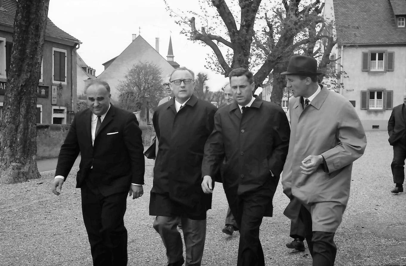 Breisach: EWG Kommission; Bürgermeister; von der Groeben; Schwarz, gehend, Bild 1