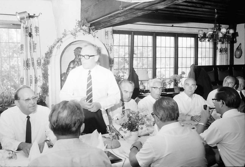 Glottertal: Adler; Landespressekonferenz mit Innenminister W. Krause, anlässlich der Zusammenführung von vier Gemeinden; Pressekonferenz am Tisch mit Innenminister Walter Krause und den vier Regierungspräsidenten von Baden-Württemberg, Bild 1