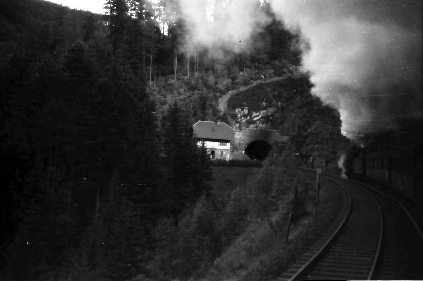 Triberg: Bahnstrecke mit Tunnel bei Triberg, Bild 1