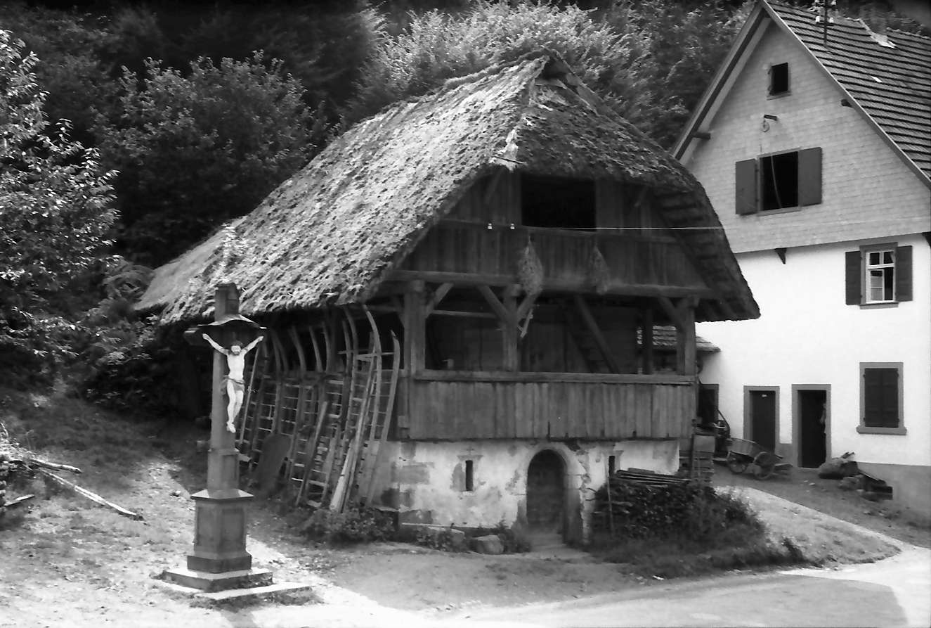 Oberwolfach (Walke): Heuschober und Kruzifix, Bild 1