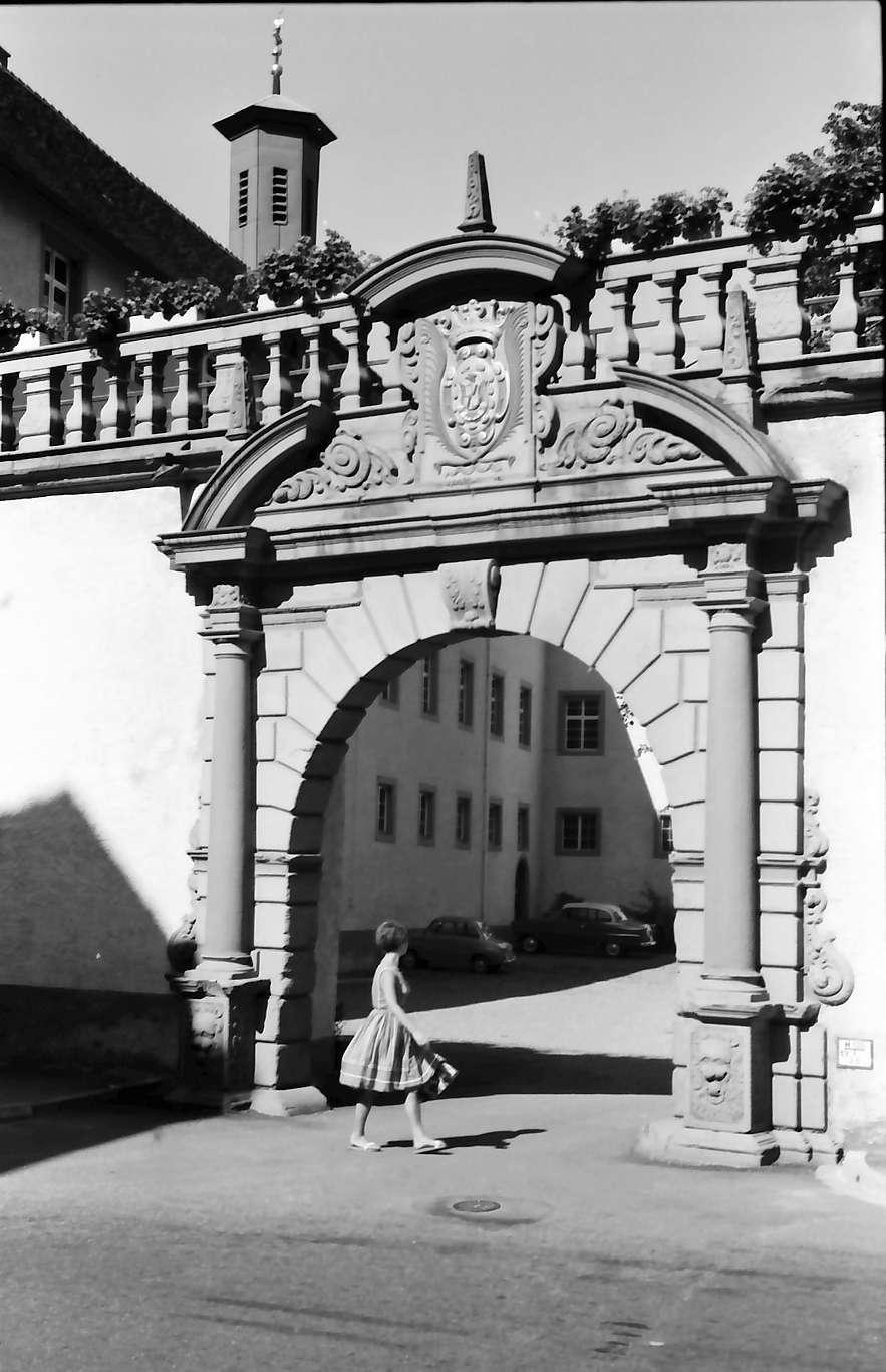 Wolfach: Schloss, Eingangstor, Bild 1