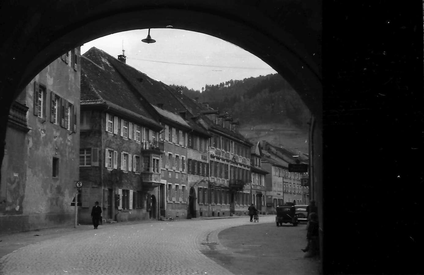 Wolfach: Straße durch Torbogen, Bild 1