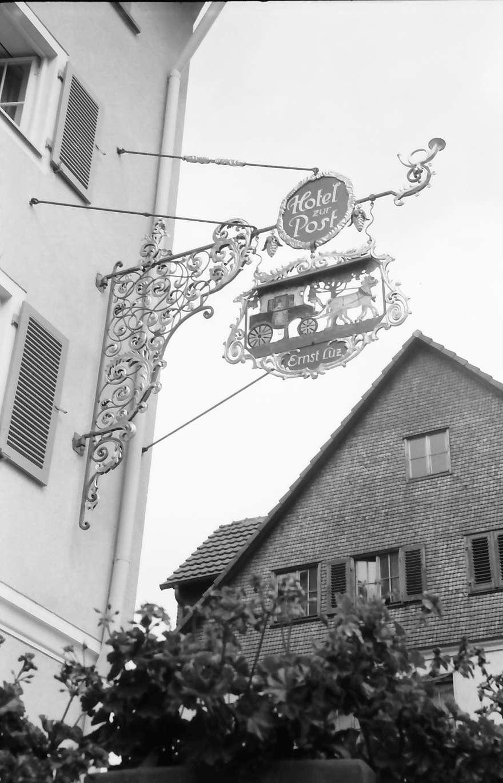 Freudenstadt: Aushängeschild: Hotel zur Post mit Giebel, Bild 1