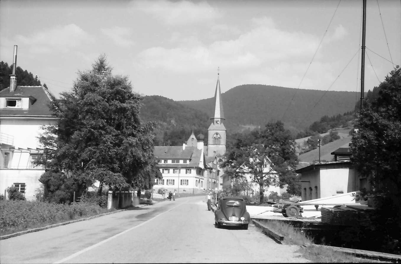 Bad Griesbach: Straße und Kirche, Bild 1