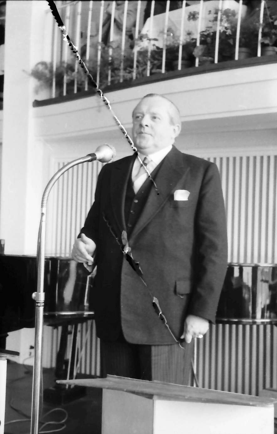 Freudenstadt: Kurhaus; Wirtschaftsminister Veit am Mikrofon, Bild 1