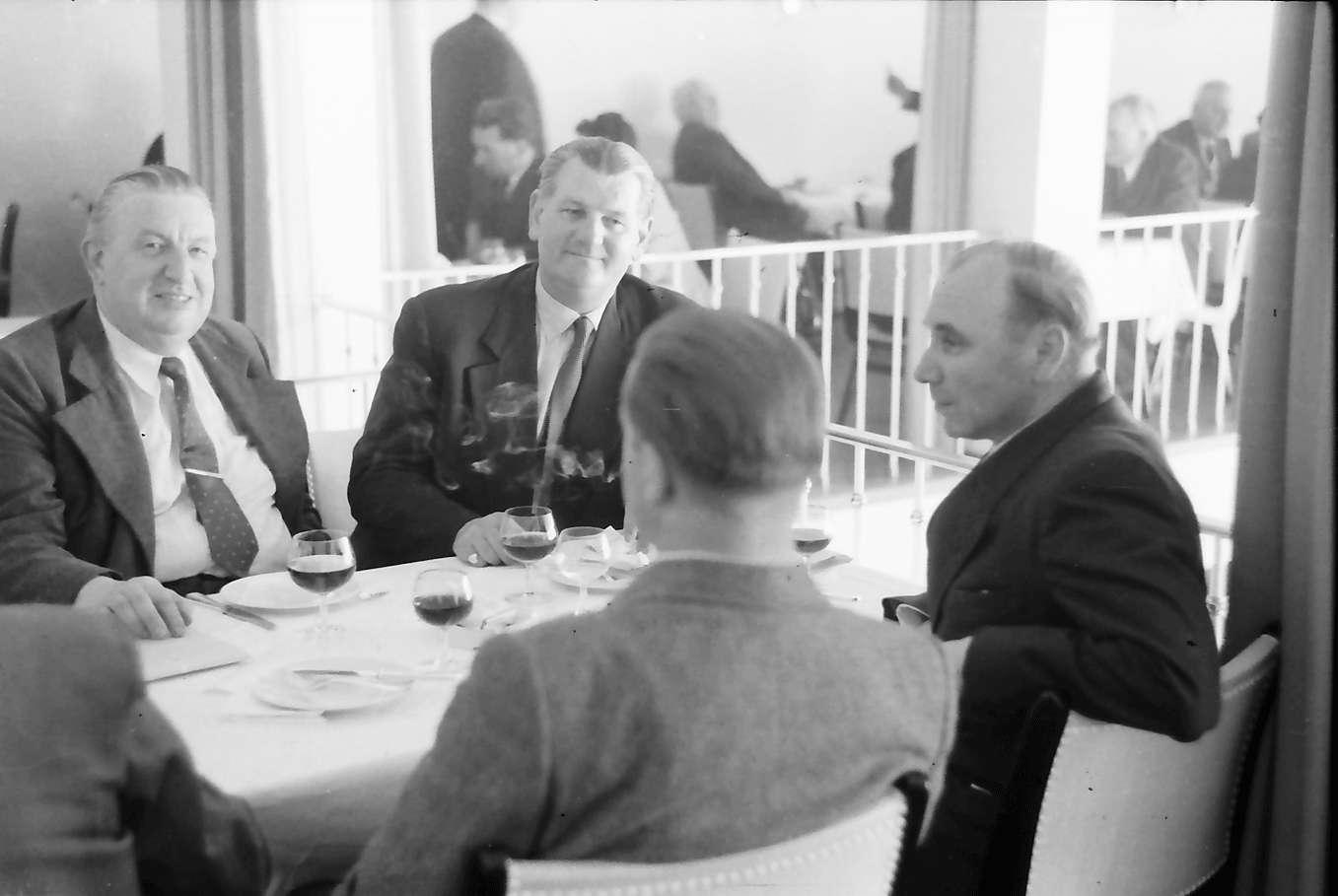 Freudenstadt: Kurhaus; Tisch mit Herrn Fischer, Bild 1