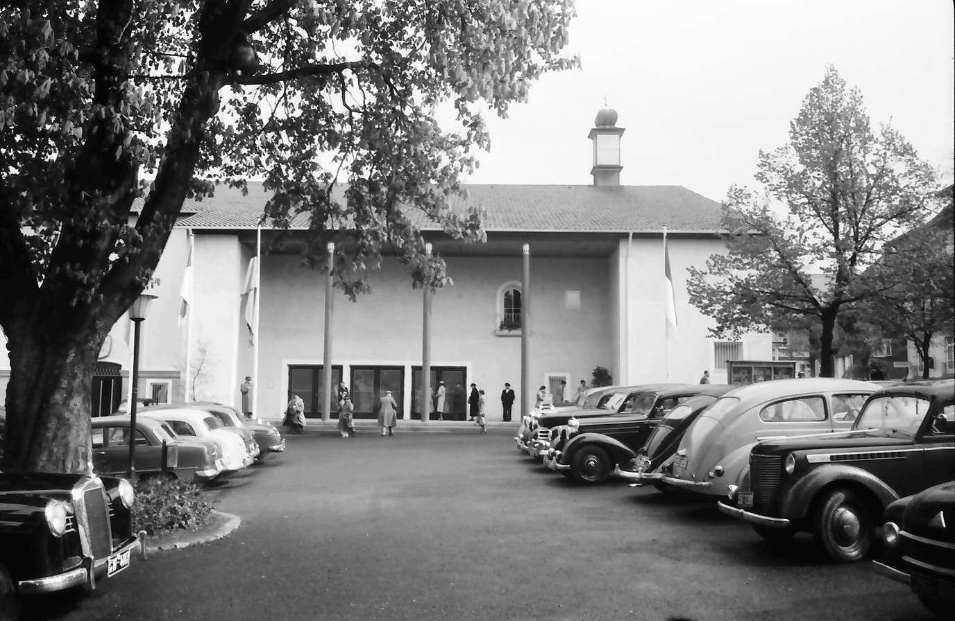 Freudenstadt: Kurhauseingang mit Parkplatz, Bild 1