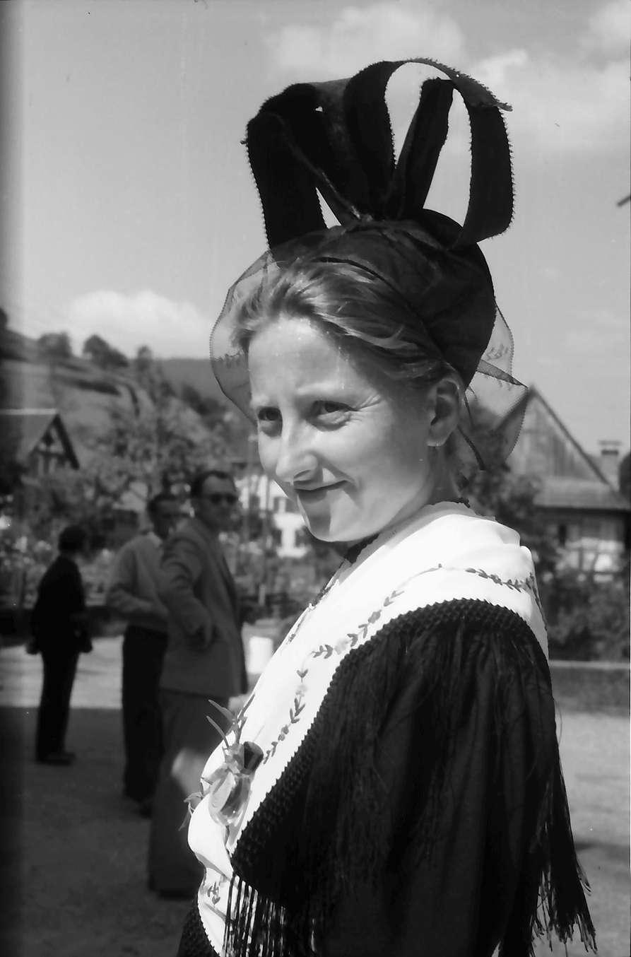 Oberharmersbach: Appell der Badischen Bürgerwehren; Mädchen mit Schleifenhaube, aus Zell, Bild 1