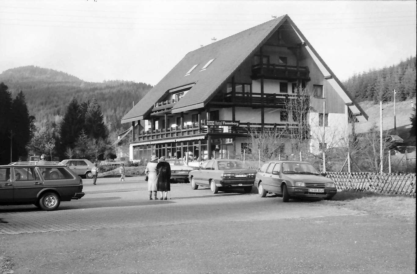 Hundsbach: Gasthaus am Aschenplatz, Bild 1