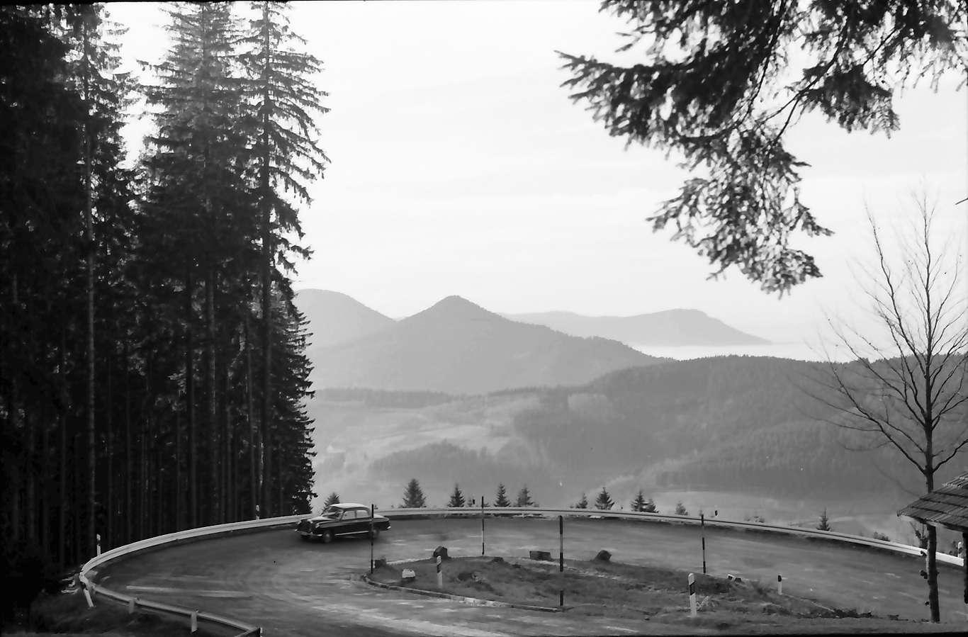 Bad Griesbach: Große Kurve der B 28, ins Tal bei Bad Griesbach, Bild 1
