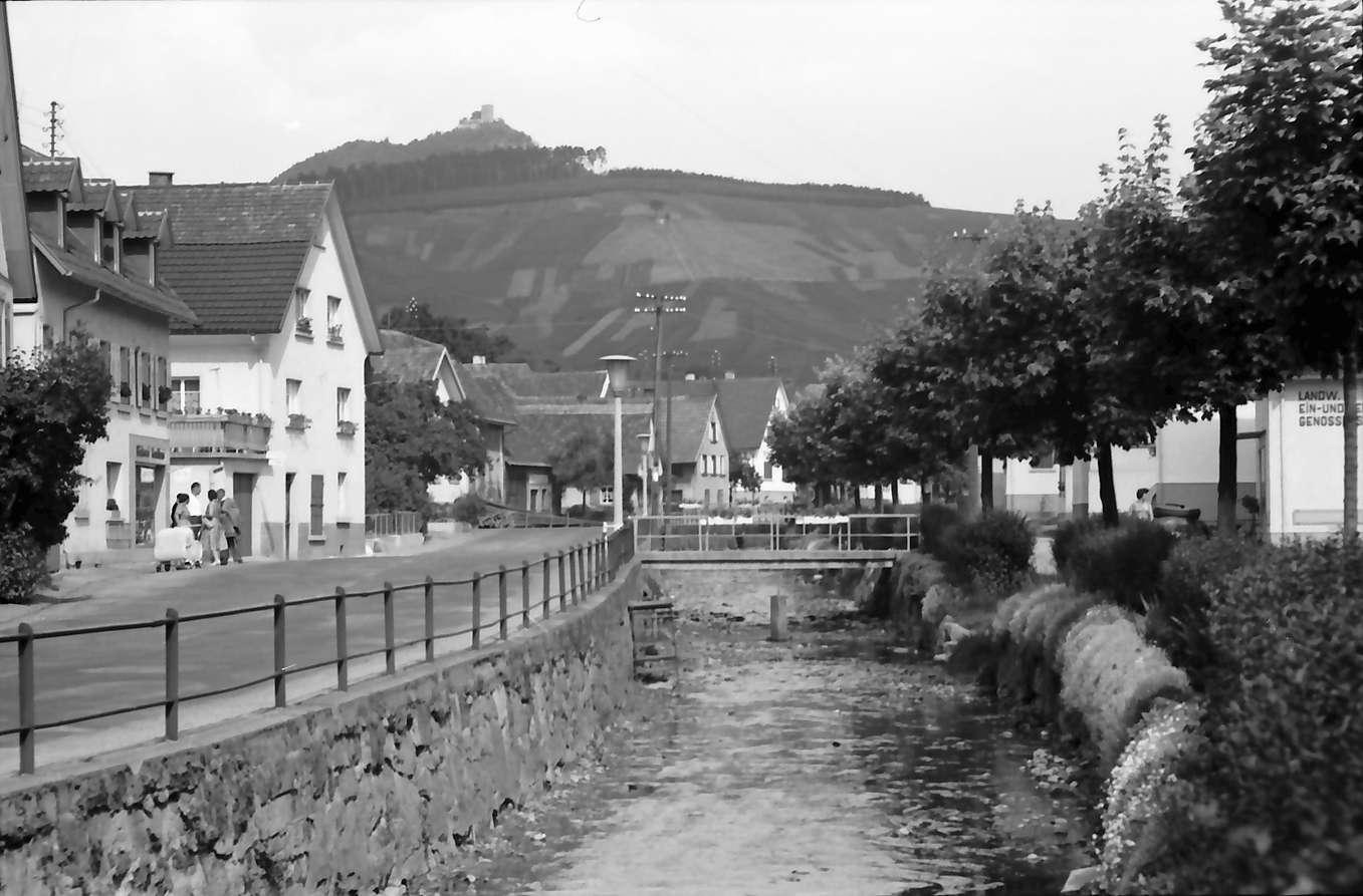 Steinbach: Dorfstraße mit Bach, Bild 1