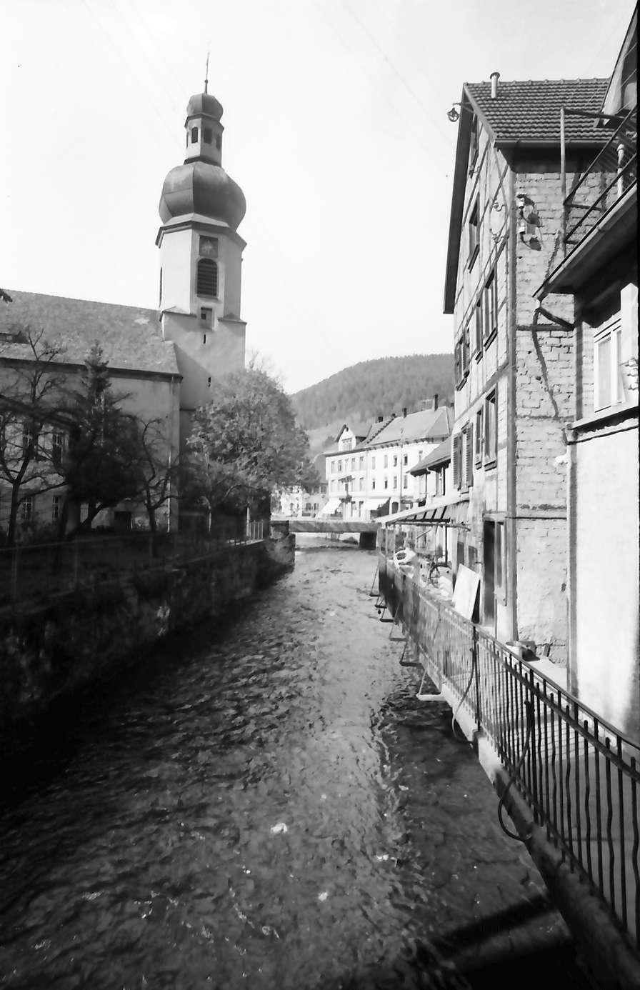 Schramberg: Bach und Kirche, Bild 1