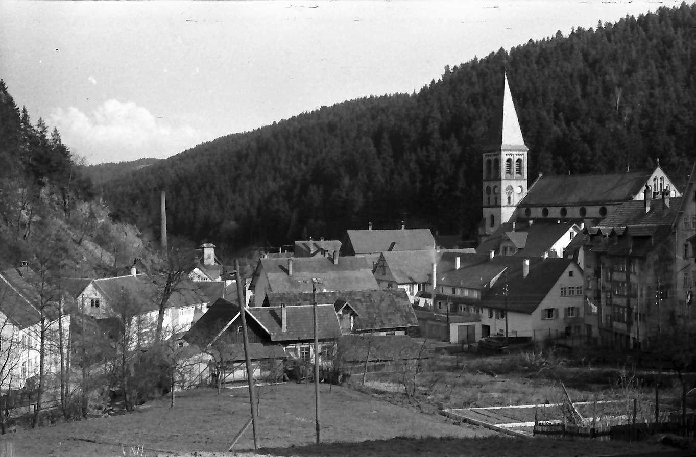 Lauterbach: Ort mit Kirche, Bild 1