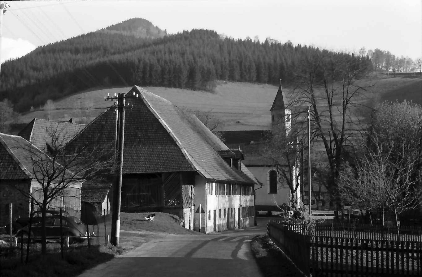 Oberprechtal: Gasthaus zur Sonne und Kirche, Bild 1