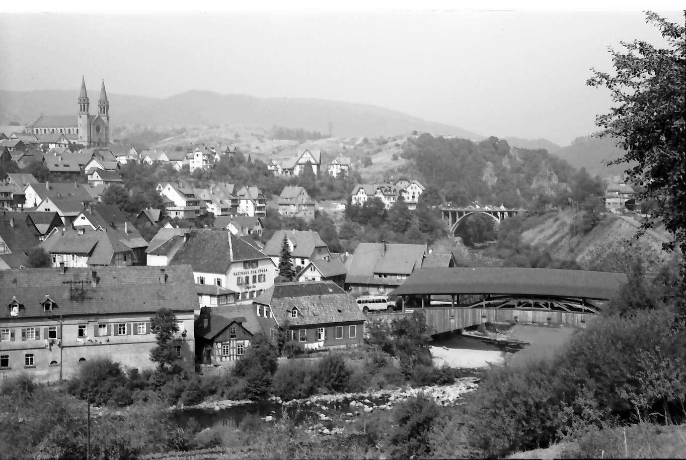 Forbach: Gesamtansicht des Ortes mit alter Holzbrücke über die Murg, Bild 1
