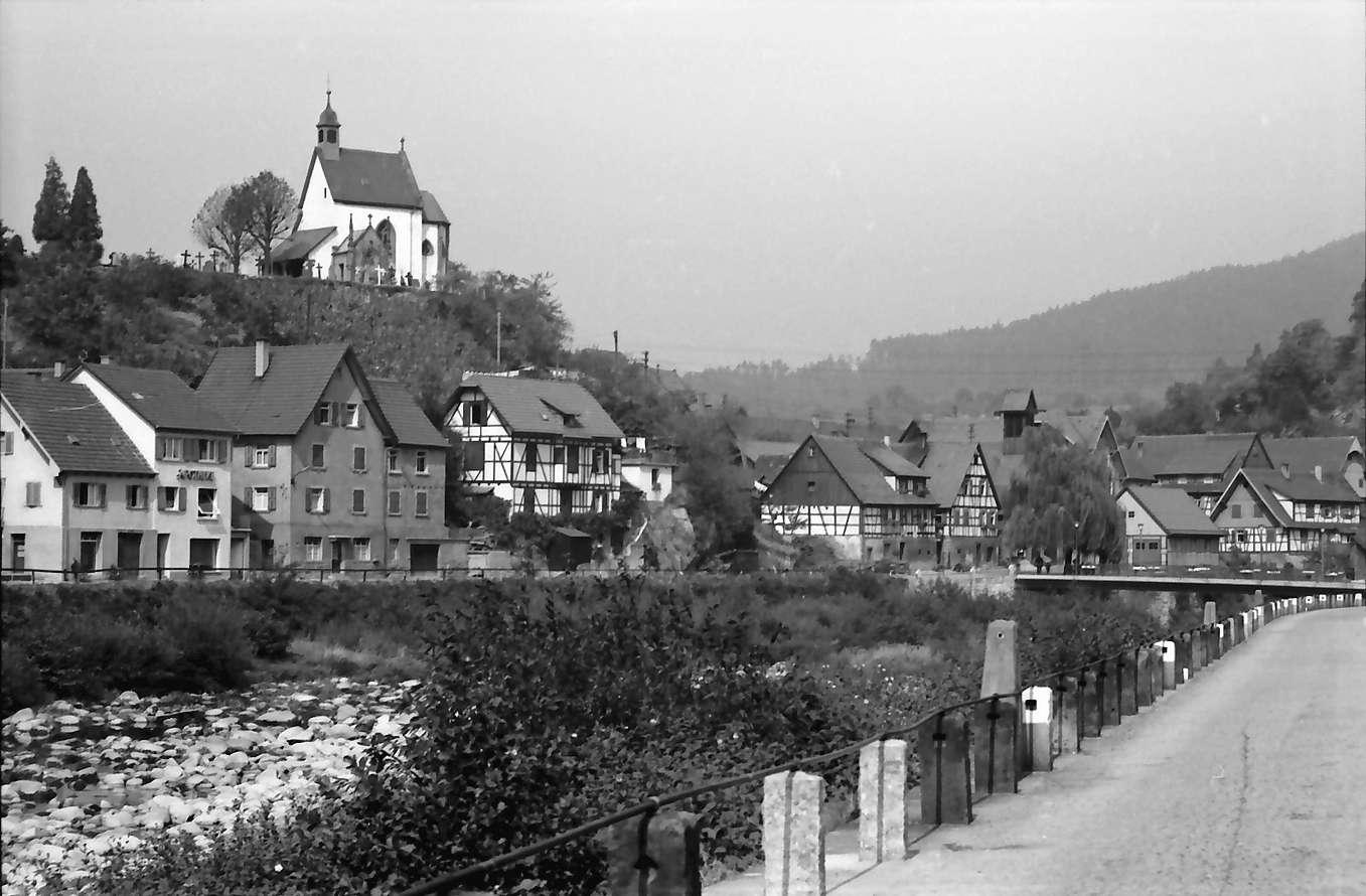 Weisenbach: Ort und Murg mit [Kapelle] auf Berg, Bild 1