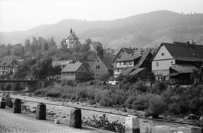 Weisenbach: Ort und Murg mit [Kapelle] auf Berg, von Norden her, Bild 1