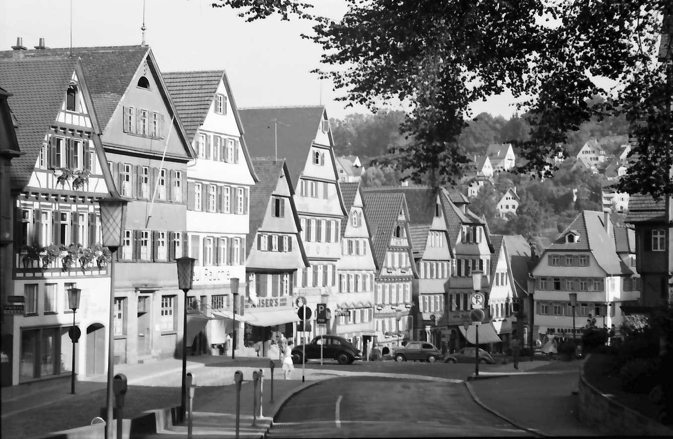 Calw: Fachwerkhäuser am Marktplatz, ohne Brunnen, Bild 1