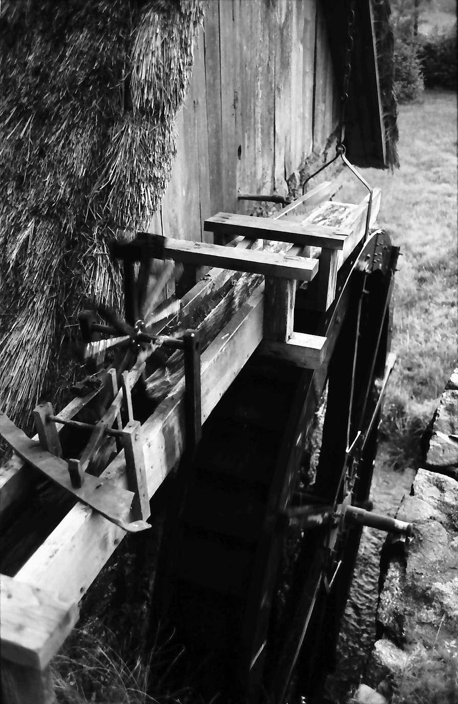 Sasbachwalden: Alte Mühle, Zulauf mit Hammer, von oben, Bild 1