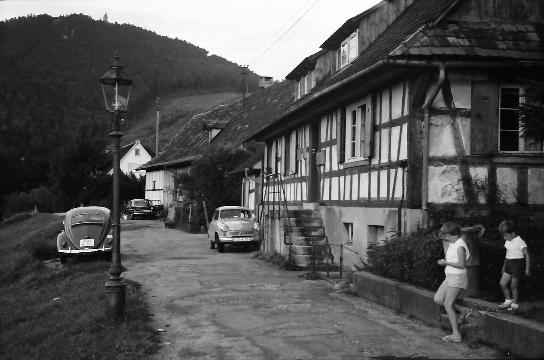 Baden-Baden: Staufenstraße mit Merkur auf dem Annaberg, Bild 1