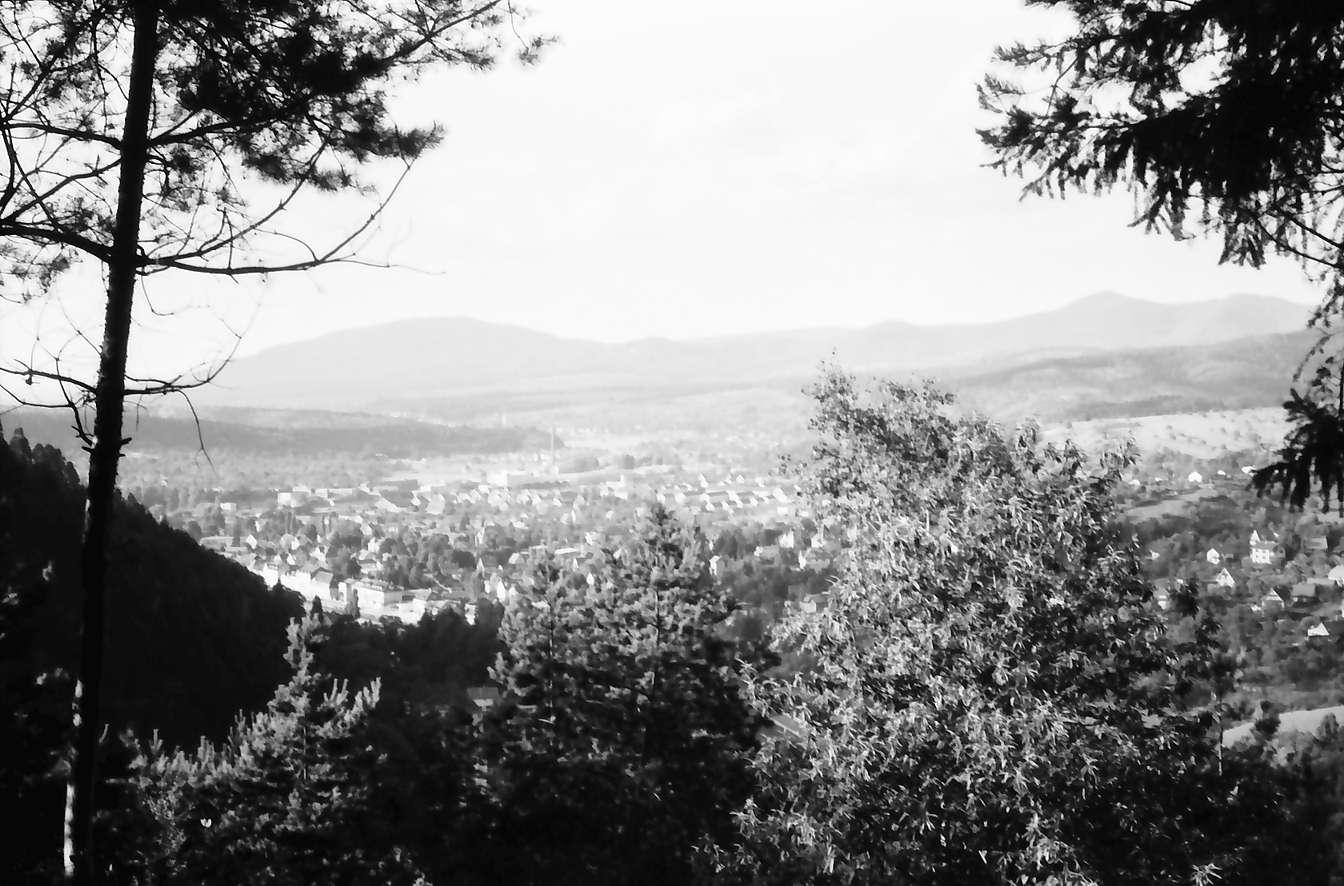 Gernsbach: Unteres Murgtal mit Gernsbach, von der Höhenstraße nach Schloss Eberstein, Bild 1