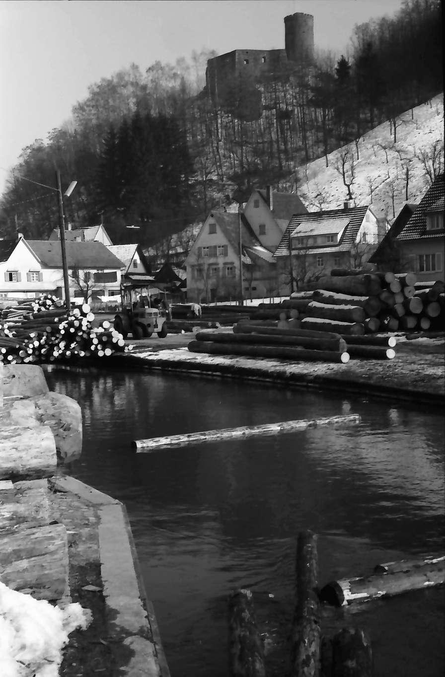 Hausach: Floßgraben einer Sägerei mit Burgruine, Bild 1