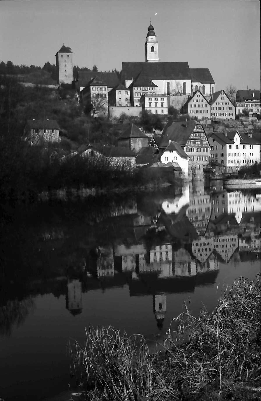 Horb: Stadtbild spiegelt sich im Neckar, Bild 1