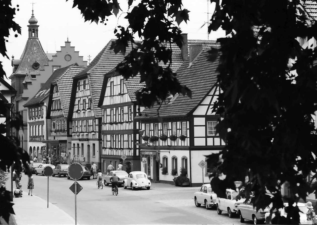 Zell am Harmersbach: Fachwerkhäuser in der Hauptstraße, Bild 1