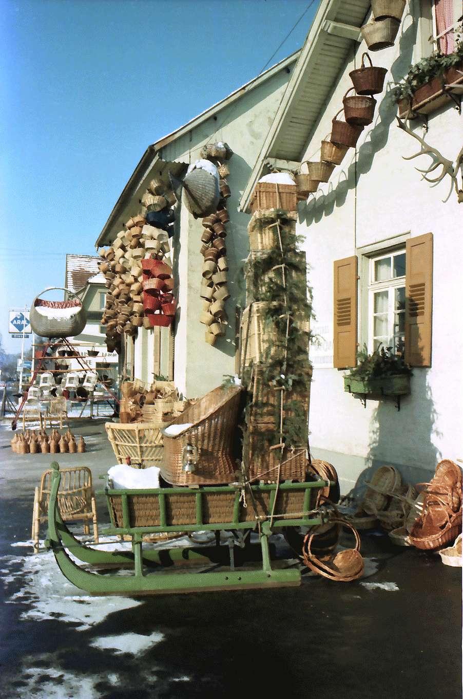 Hausach: Haus mit ausgehängten Korbsachen, Bild 1
