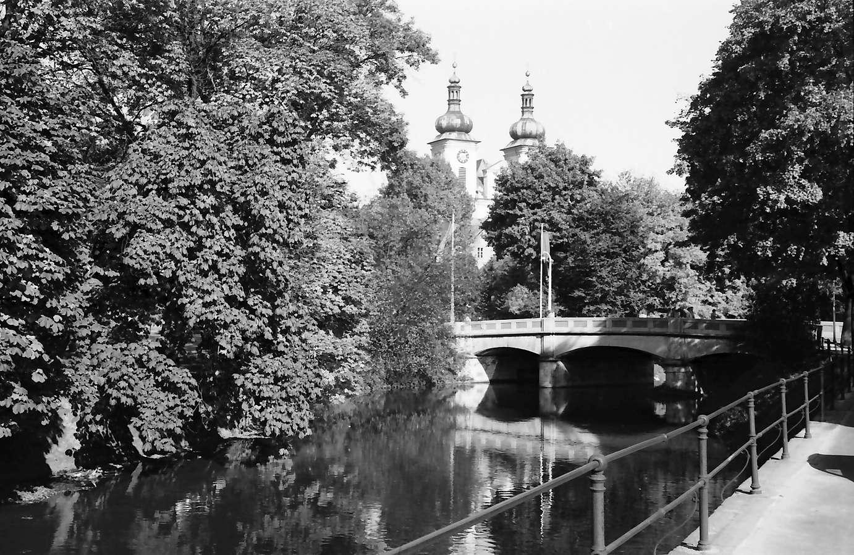 Donaueschingen: Donaueschinger Musiktage; Durchblick auf die Türme der Stadtkirche, Bild 1