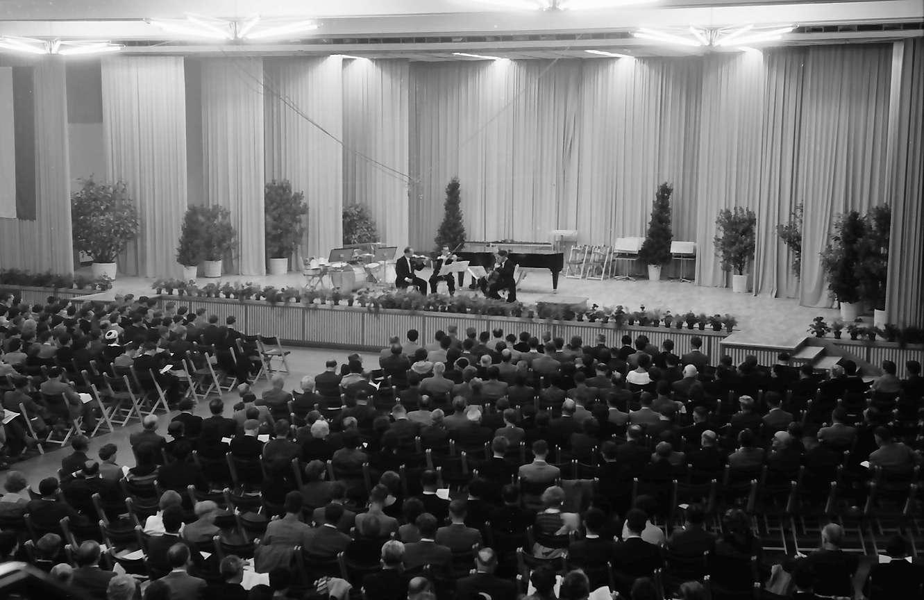 Donaueschingen: Donaueschinger Musiktage; innen, Bühne, Bild 1
