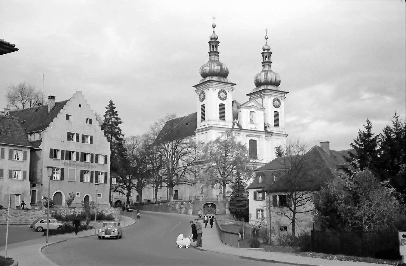 Donaueschingen: Donaueschinger Musiktage; St. Johann Pfarrkirche mit neuer Straße, Bild 1