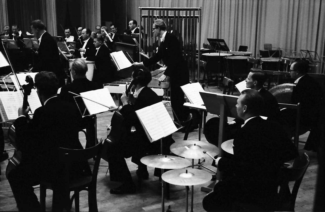 Donaueschingen: Donaueschinger Musiktage; Orchester mit Schlagzeuggruppen; Roman Haubenstock-Ramati, Bild 1