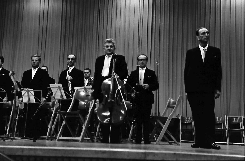 Donaueschingen: Donaueschinger Musiktage; Stadthalle; zwölf Südwestfunksolisten mit Hans Rosbaud, Bild 1