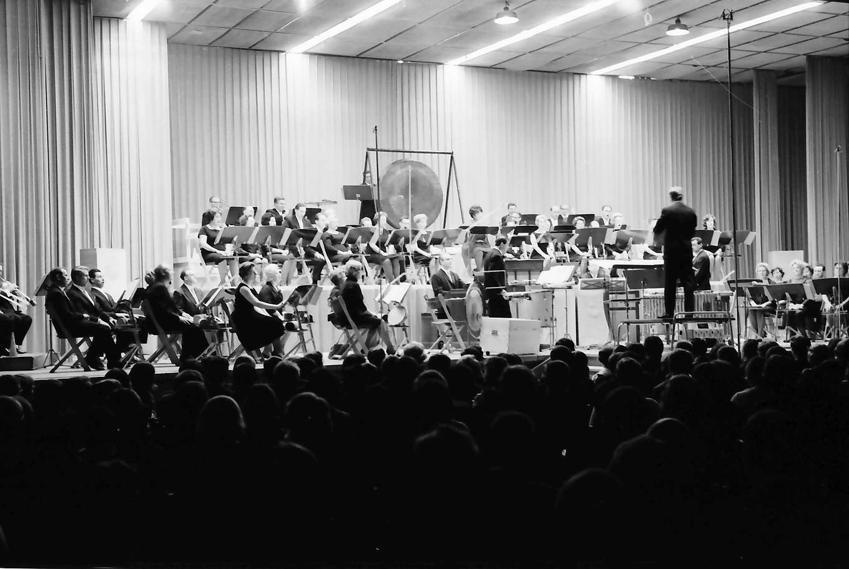 "Donaueschingen: Donaueschinger Musiktage; Gastkonzert des WDR Köln, Totale; Uraufführung Karlheinz Stockhausen, ""Momente 1965"", Bild 1"