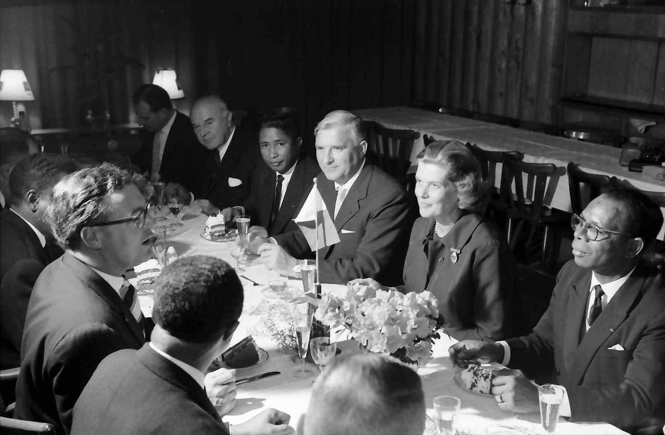 Wildtal: Gasthof zur Sonne; fünf Minister aus Madagaskar in Freiburg; Essen mit fünf Ministern aus Madagaskar und Botschafter Friedensburg, Bild 1