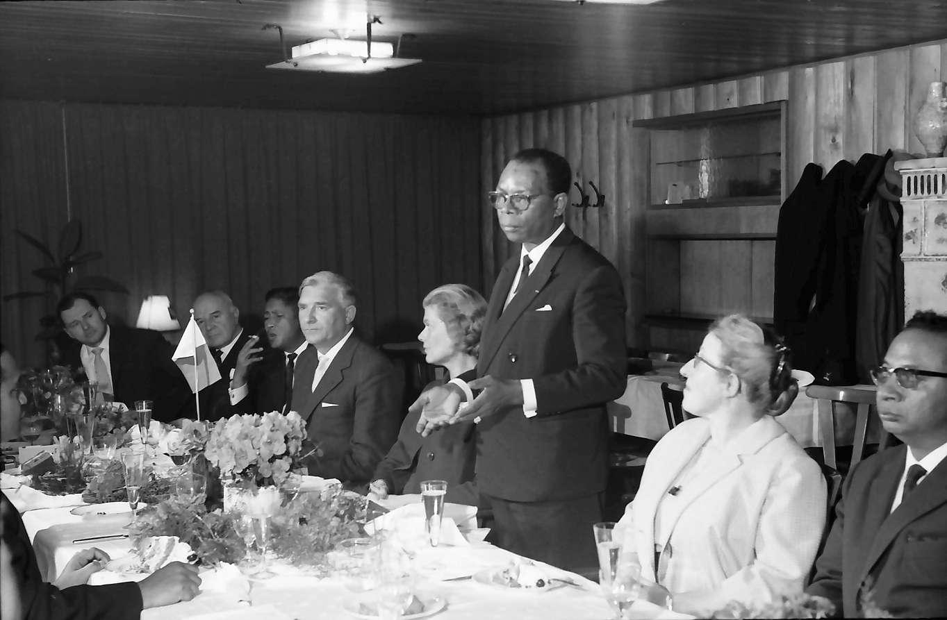 Wildtal: Gasthof zur Sonne; fünf Minister aus Madagaskar in Freiburg; Tischrede eines madag. Ministers, Bild 1