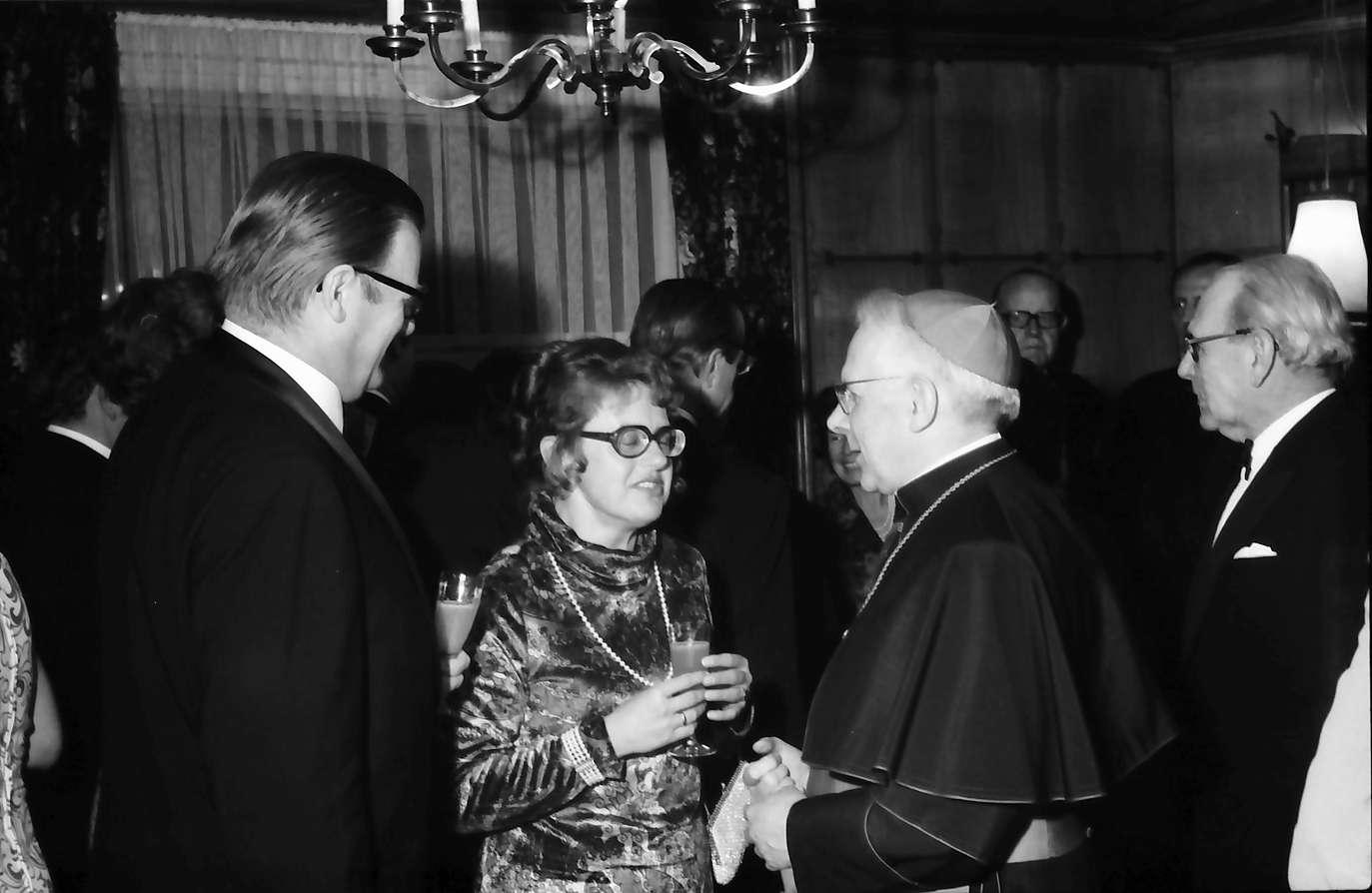 Horben: Hotel Engel; Empfang des Konsularischen Corps Freiburg; mit Erzbischof Dr. Schäufele, Bild 1