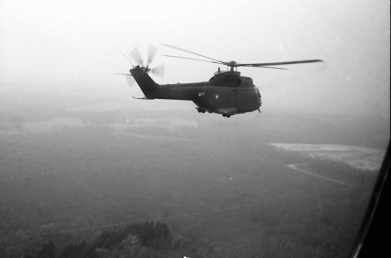 Ebringen: Schönberg; vom Hubschrauber, in der Luft, Bild 1
