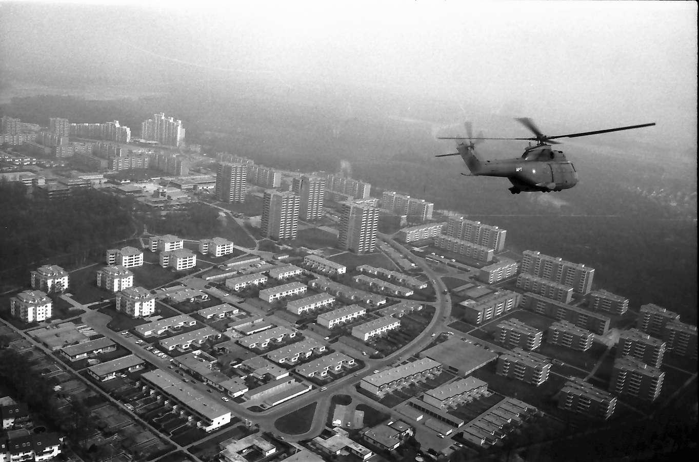 Freiburg: vom Hubschrauber, in der Luft mit Stadtteil Landwasser, Bild 1