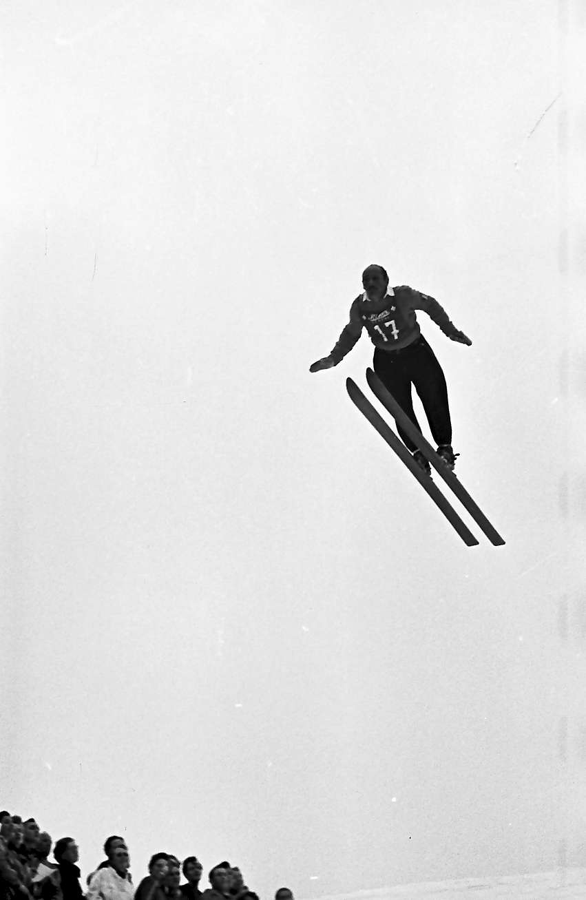"Feldberg: Internationales Feldberg-Skispringen; Springer beim Wertungsspringen, ""17"" Trivella, Aldo; Italien, Bild 1"