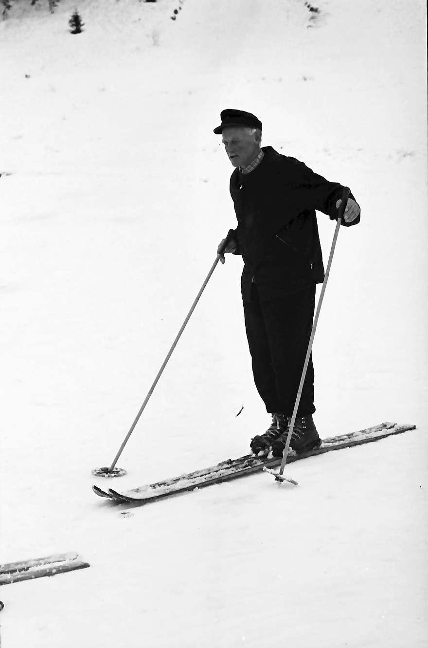 Hinterzarten: Vater Albert Thoma als Skilehrer, ohne Schüler, Bild 1