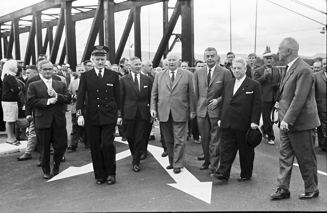 Neuenburg-Chalampé: Einweihung der Brücke Neuenburg-Chalampé; Begehung der Brücke, Bild 1