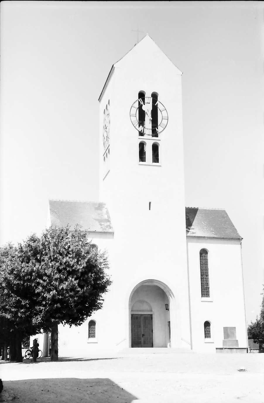 Neuenburg: Kirche, Frontalansicht mit Turm, Bild 1